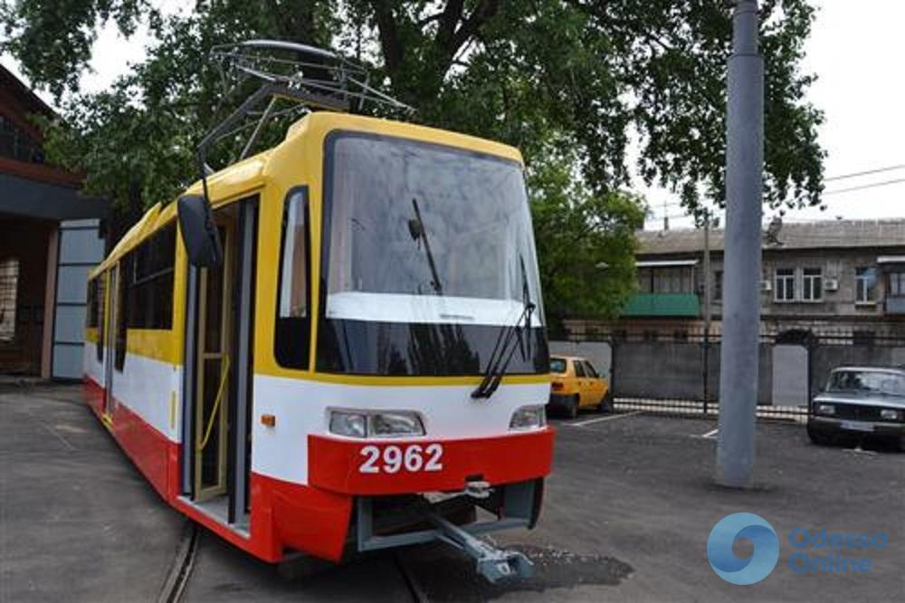 В Одессе собрали еще один низкопольный трамвай