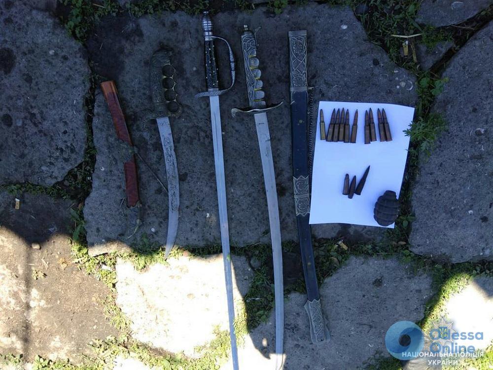 Житель Лиманского района «коллекционировал» боеприпасы и холодное оружие
