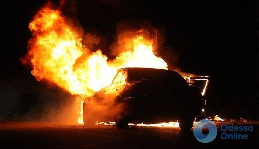 Ночью в Одессе сгорел автомобиль