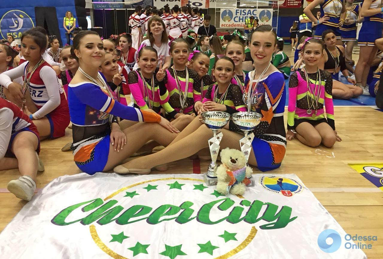 Юные одесситки завоевали восемь комплектов медалей Открытого чемпионата Италии по черлидингу
