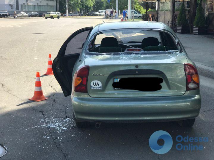 В Одессе на пешеходном переходе сбили ребенка: разгневанные свидетели разбили виновнику машину (фото, обновлено)