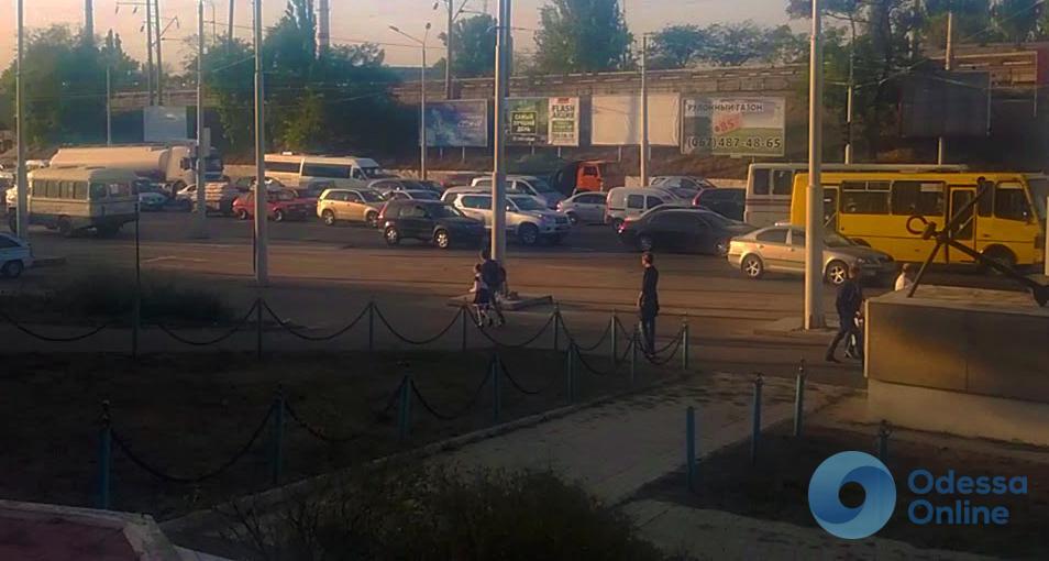 Одесские пробки: «стоящая» Николаевская дорога и пробки на Таирова