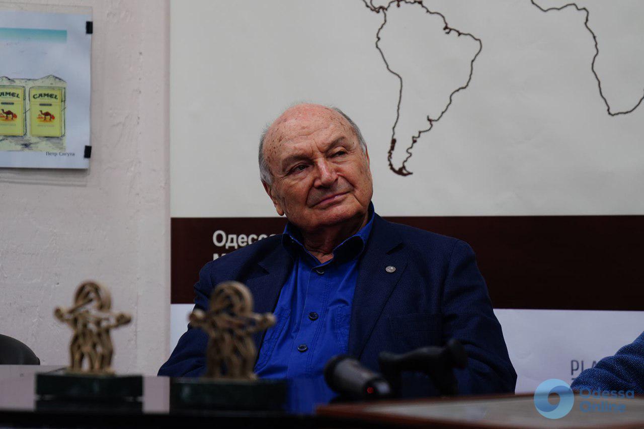 Во Всемирном клубе одесситов Михаил Жванецкий вручал награды (фото, видео)