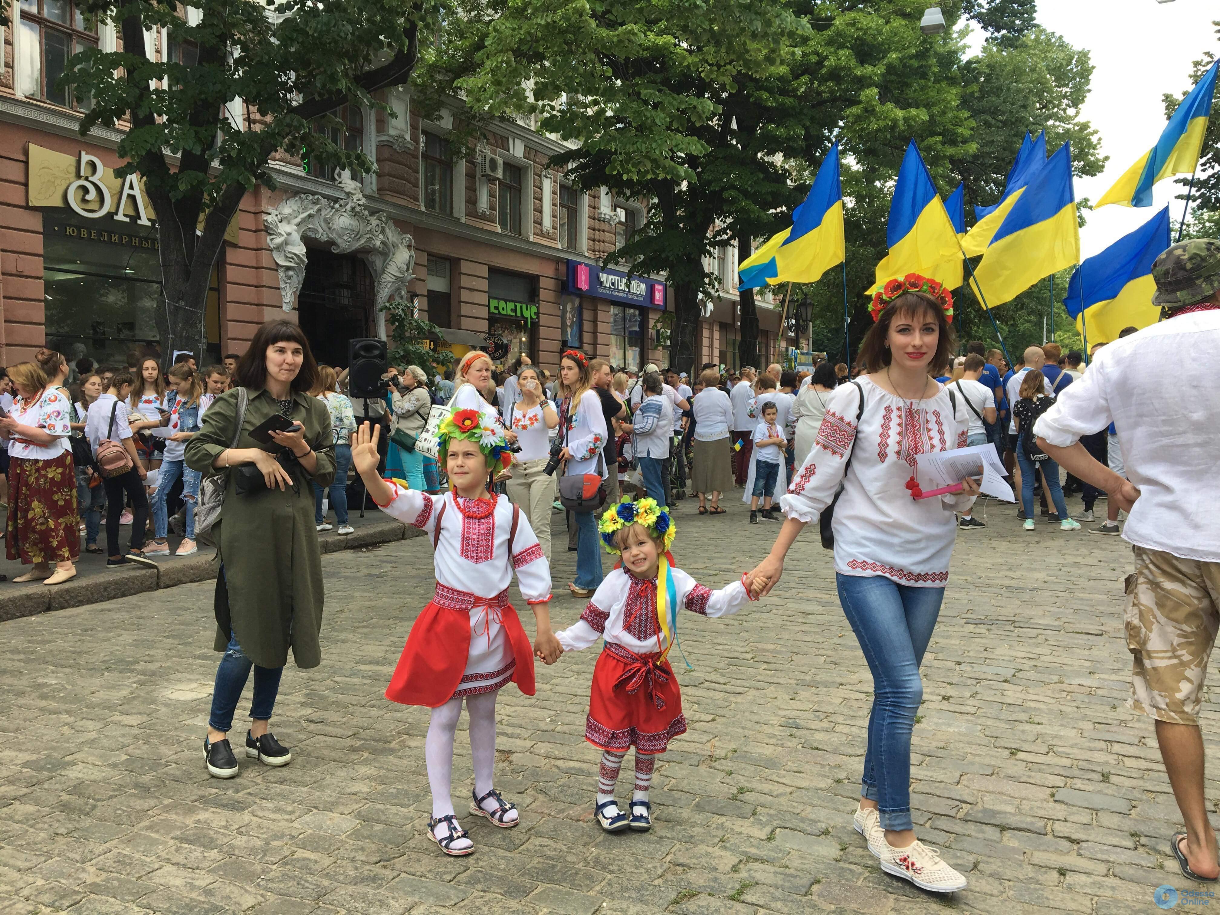 В Одессе стартовал 11-й мегамарш в вышиванках