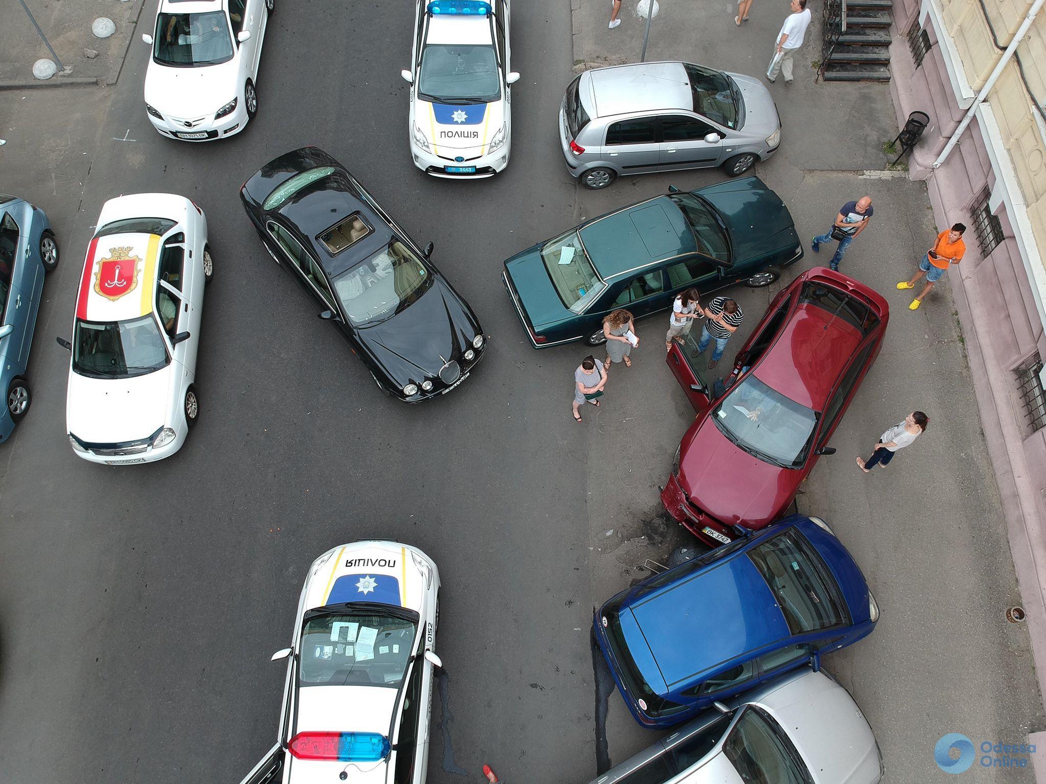 Одесса: пьяная автоледи разбила пять иномарок