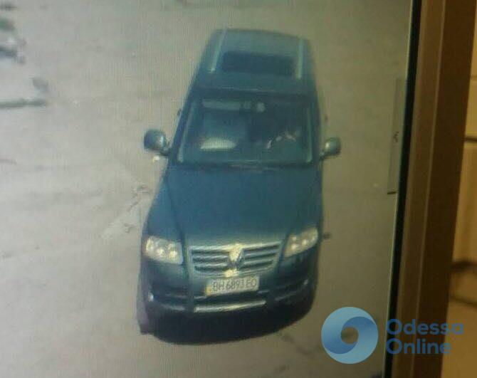 Украл из грузовика 20 тысяч гривен: в Одессе разыскивают автовора