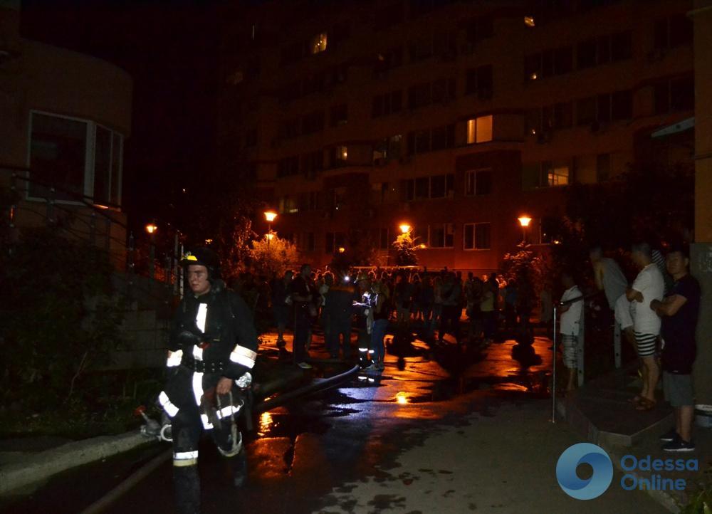 В Одессе тушили пожар в 10-этажном доме