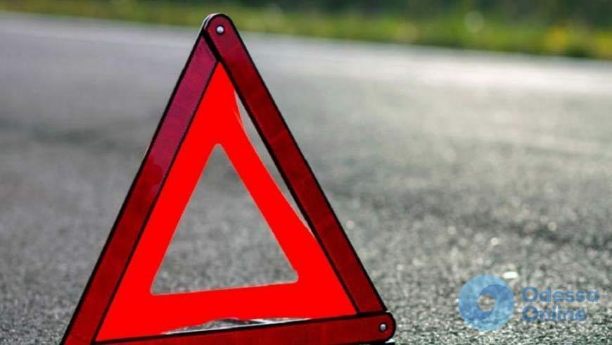 В Одесской области столкнулись грузовик и две легковушки
