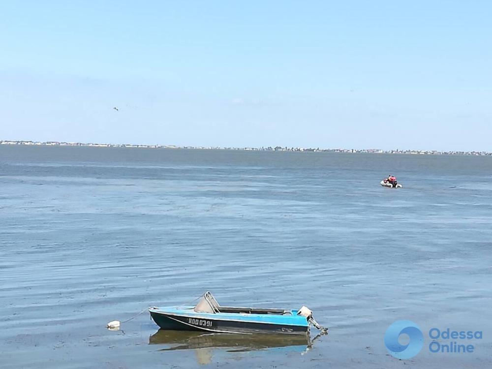 Выпал из лодки: на Днестровском лимане ищут пропавшего рыбака