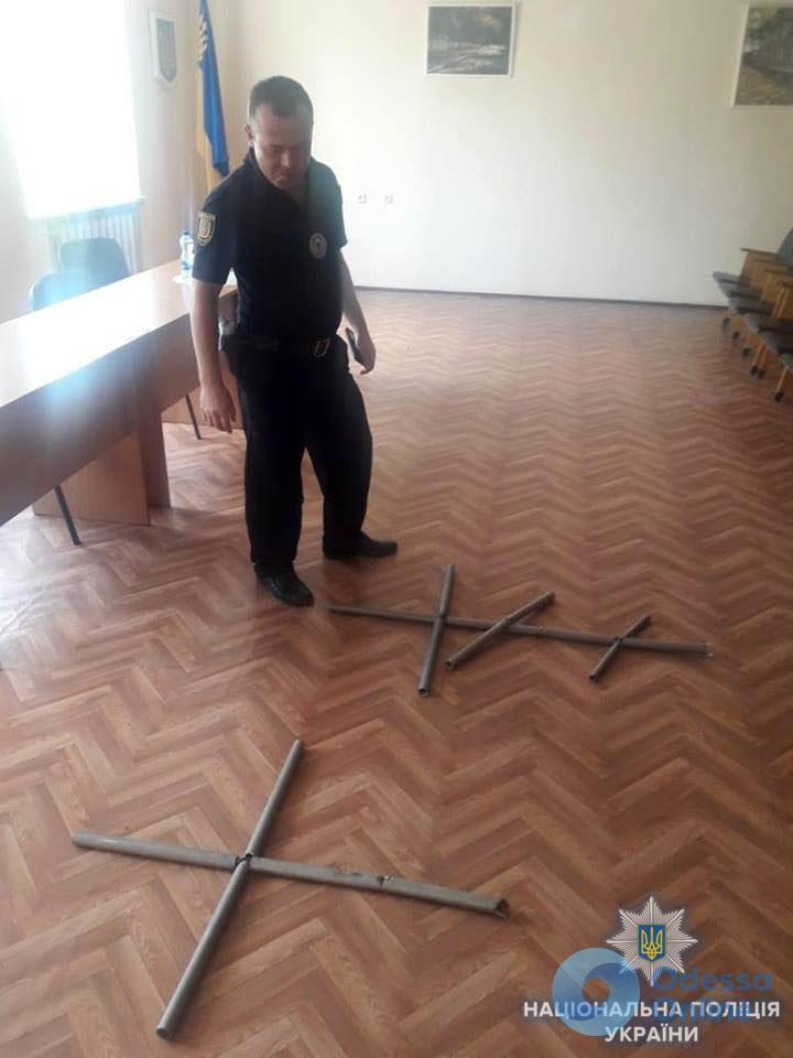 Житель Одесской области сдал на металлолом кладбищенские кресты
