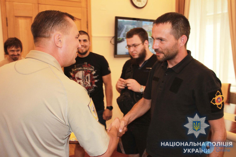 Дмитрий Головин наградил активистов, которые задержали стрелка по скейтбордистам