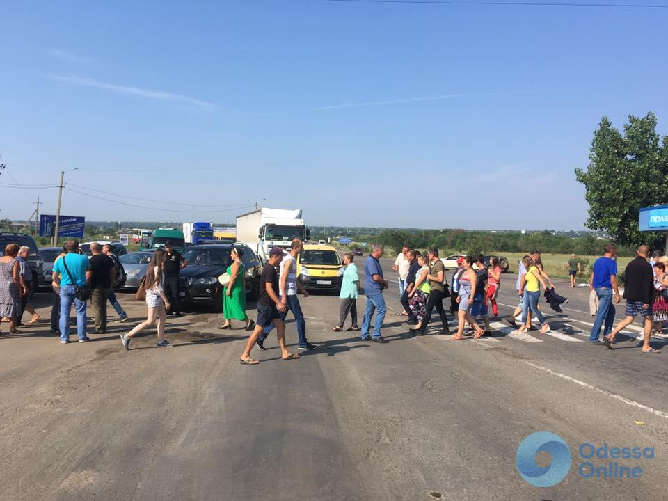 Грозятся перейти к радикальным мерам: местные жители перекрыли трассу Одесса — Рени