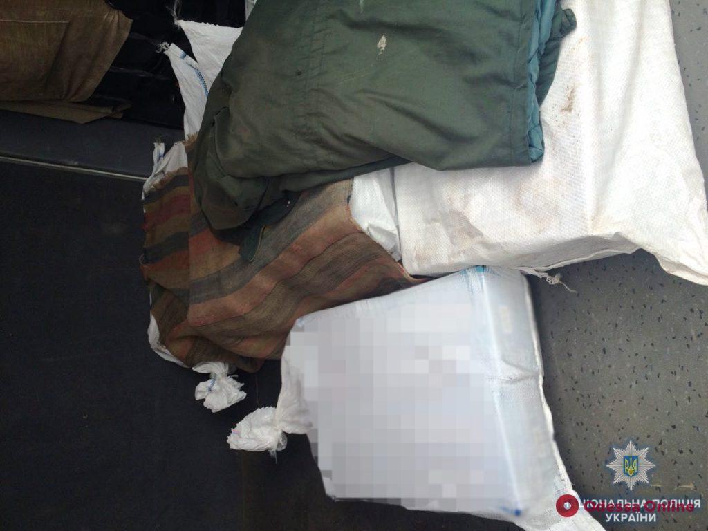 Одесская область: полиция задержала микроавтобус с контрабандой