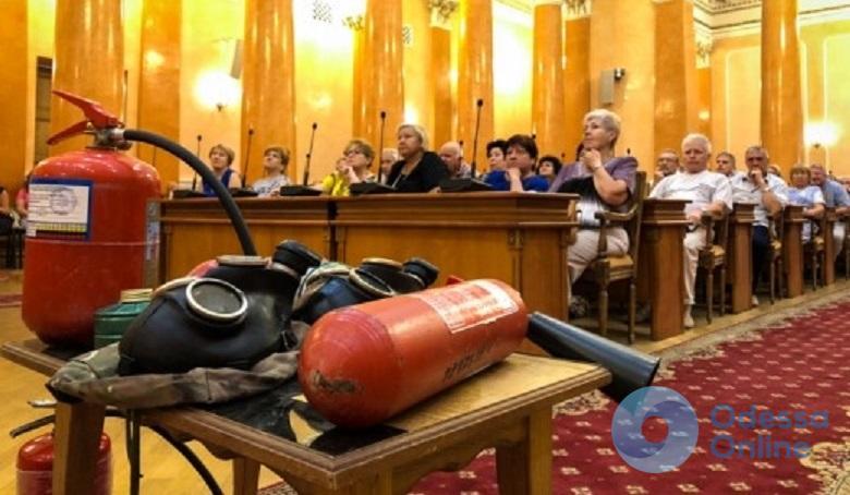 Чиновников Одесского горсовета учили основам противопожарной безопасности