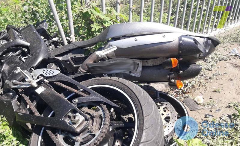 Смертельное ДТП под Одессой: мотоциклист «влетел» в микроавтобус (обновлено)