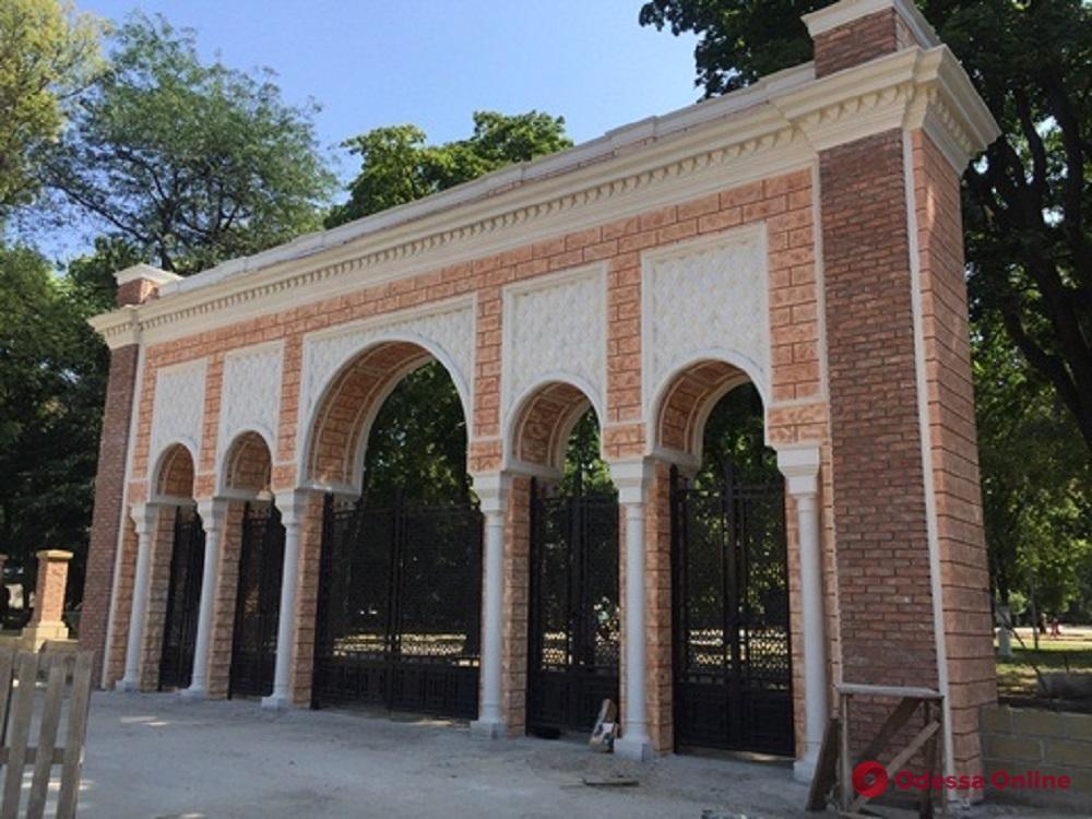 Входы в Преображенский парк украшают арками в мавританском стиле (фото)