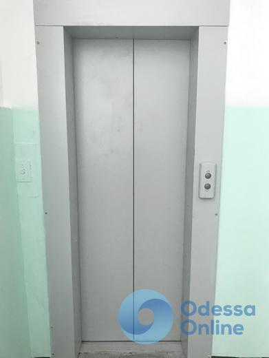 В медучреждениях Одессы ремонтируют лифты