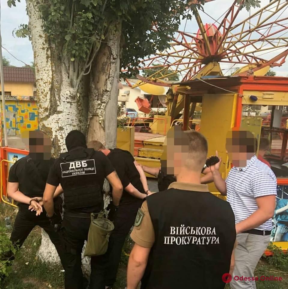 Участковый инспектор полиции попался на взятке в Одессе