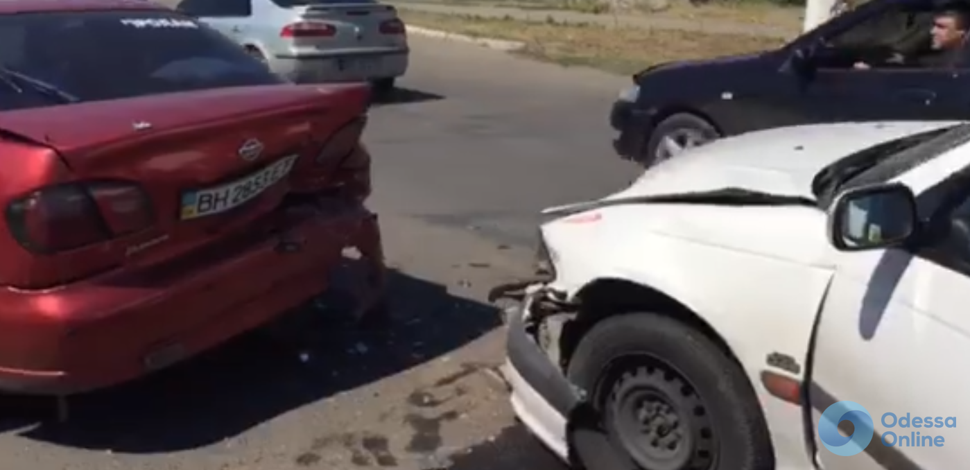 ДТП в Одессе: четыре автомобиля встали «паровозиком»