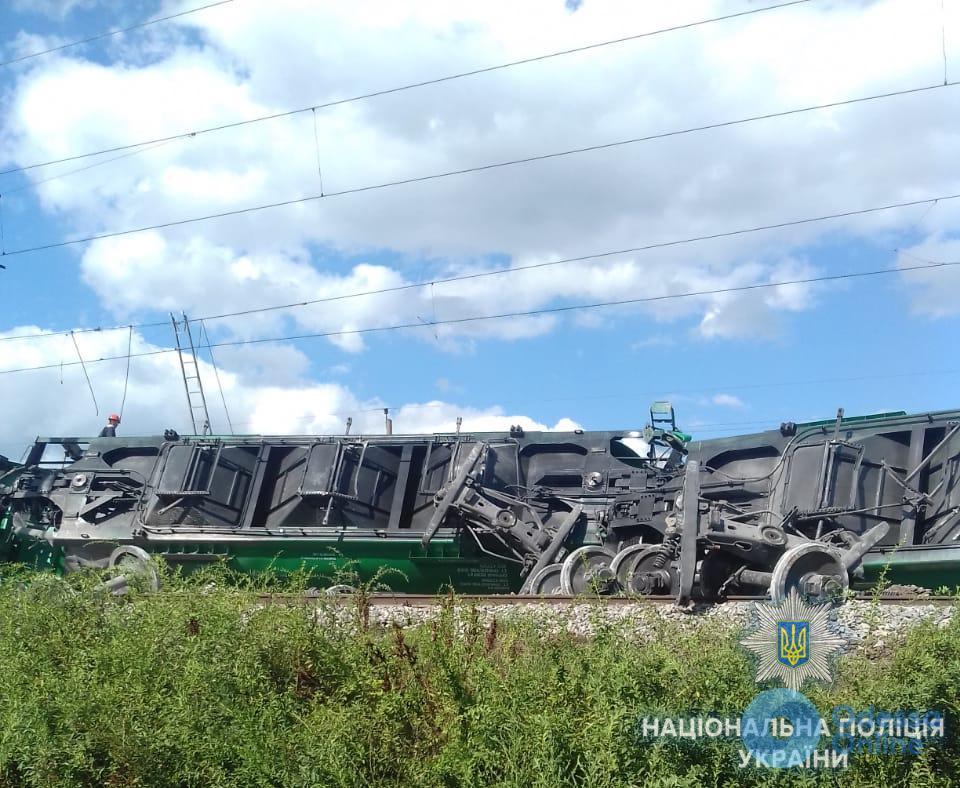 В Одесской области сошел с рельсов грузовой поезд с зерном и удобрениями