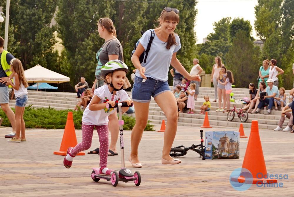 «Крути педали»: в Черноморске прошел веселый спортивный велопраздник для детей (фоторепортаж)