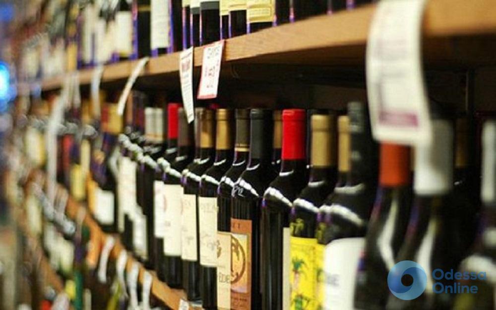 Продавали спиртное детям: в Одесской области предпринимателей оштрафовали на 810 тысяч гривен