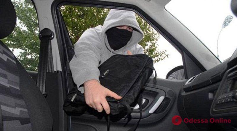 Будьте бдительны: в Одессе работают автомобильные барсеточники (видео)
