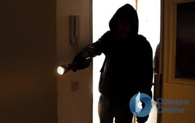 Молдаванин обокрал квартиру одессита на 100 тысяч гривен