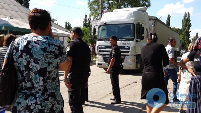 Митингующие перекрыли трассу Одесса — Рени: образовалась пробка