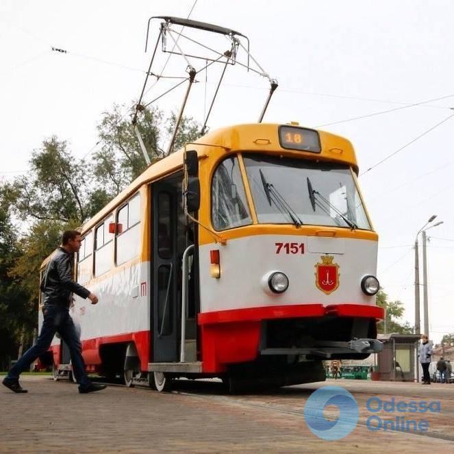 Автохам парализовал движение трамваев в одесской Аркадии