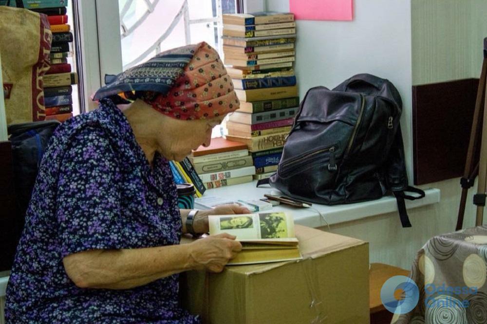 Сбылась мечта: одинокая пожилая одесситка прошлась по красной дорожке ОМКФ