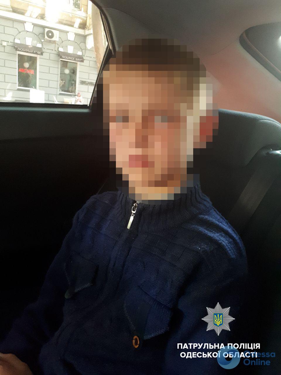 Одесские патрульные вернули родителям двух потерявшихся детей