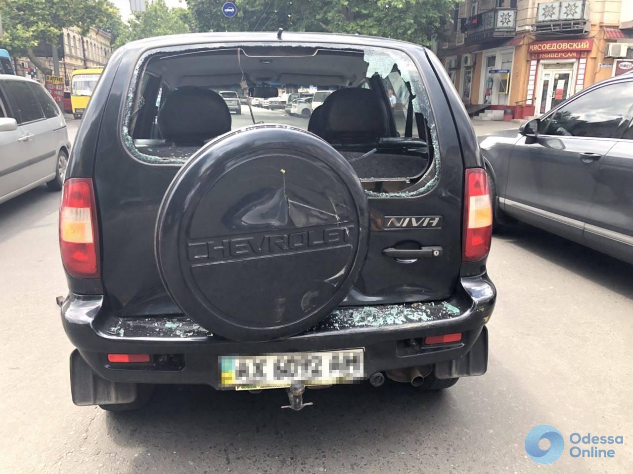 В Одессе столкнулись внедорожник и маршрутка: пострадала женщина