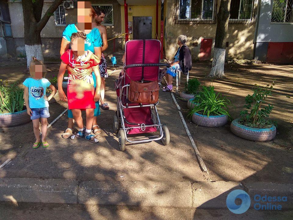 В Одессе у ребенка с ДЦП пытались украсть коляску