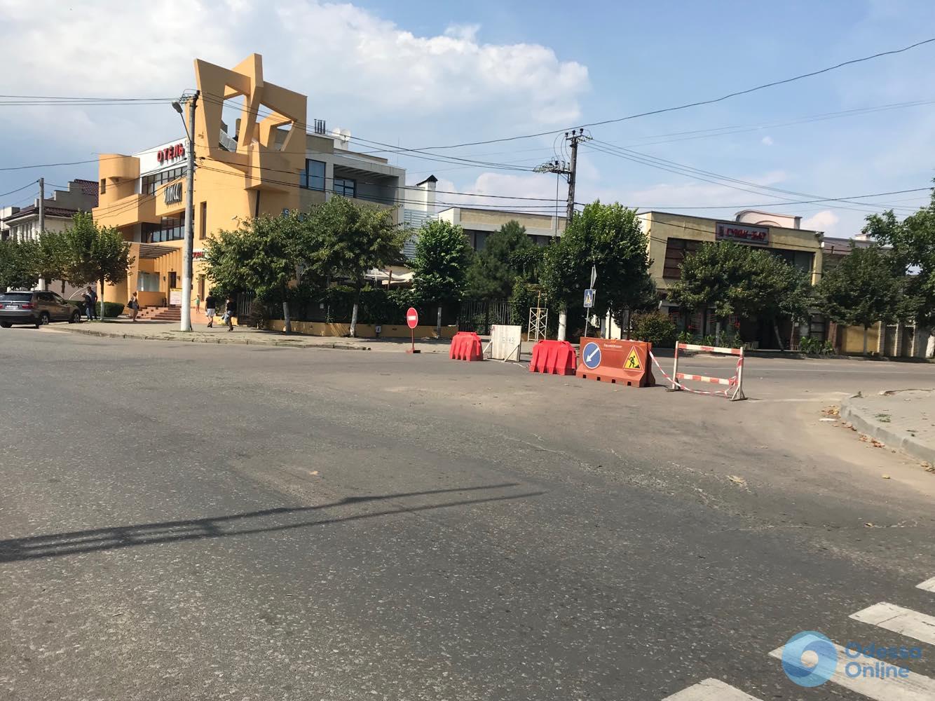 В Одессе борются с гигантским провалом на Львовской