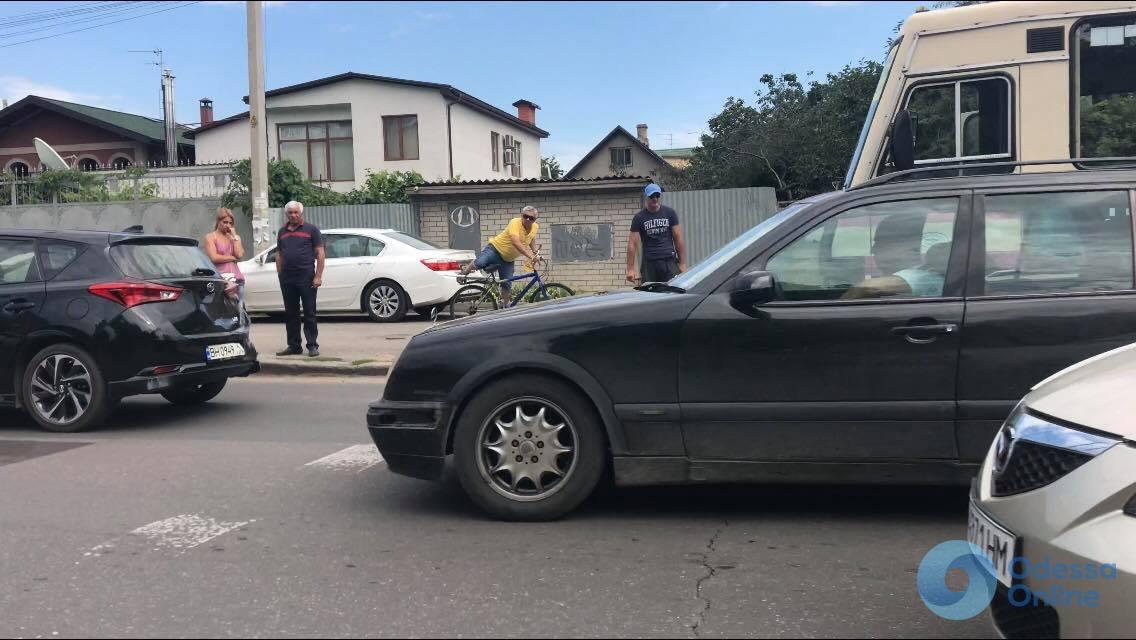 В Одессе маршрутка врезалась в легковушку