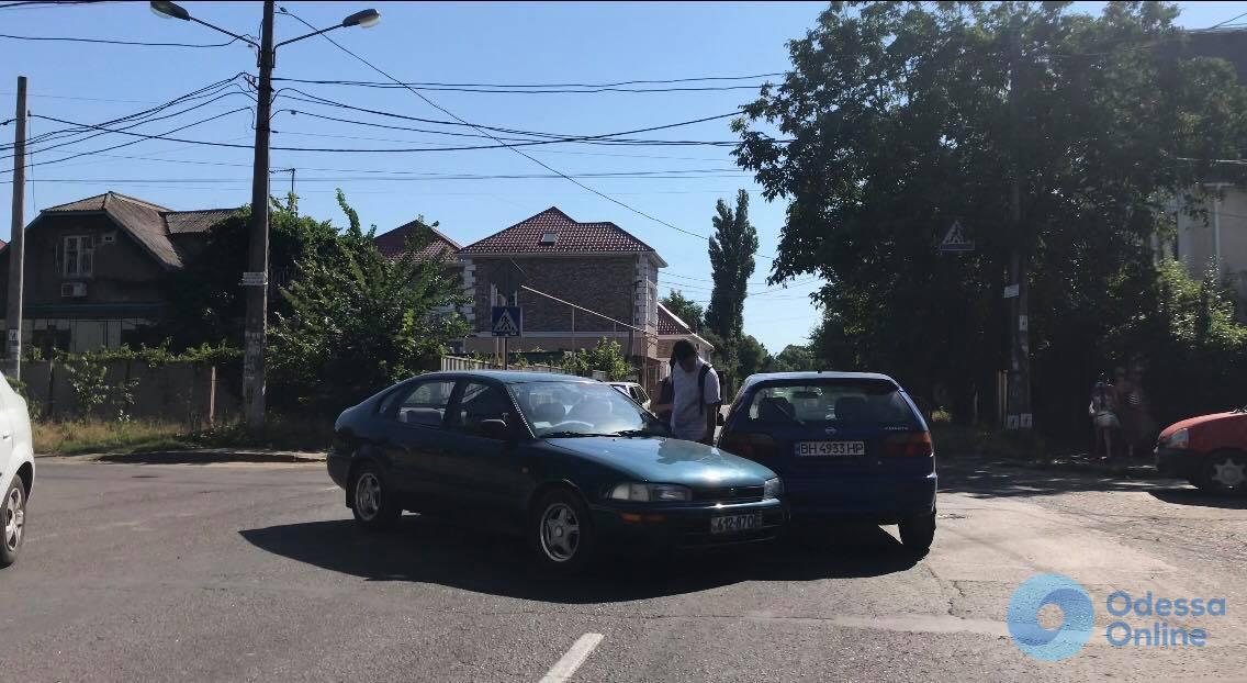 В Одессе на перекрестке не разминулись две легковушки