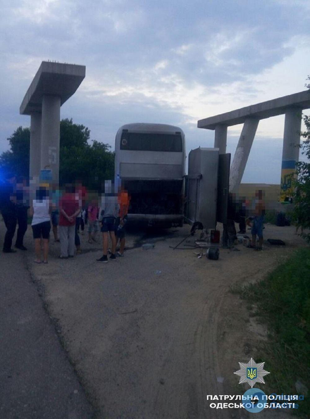 На трассе Киев-Одесса загорелся экскурсионный автобус с детьми
