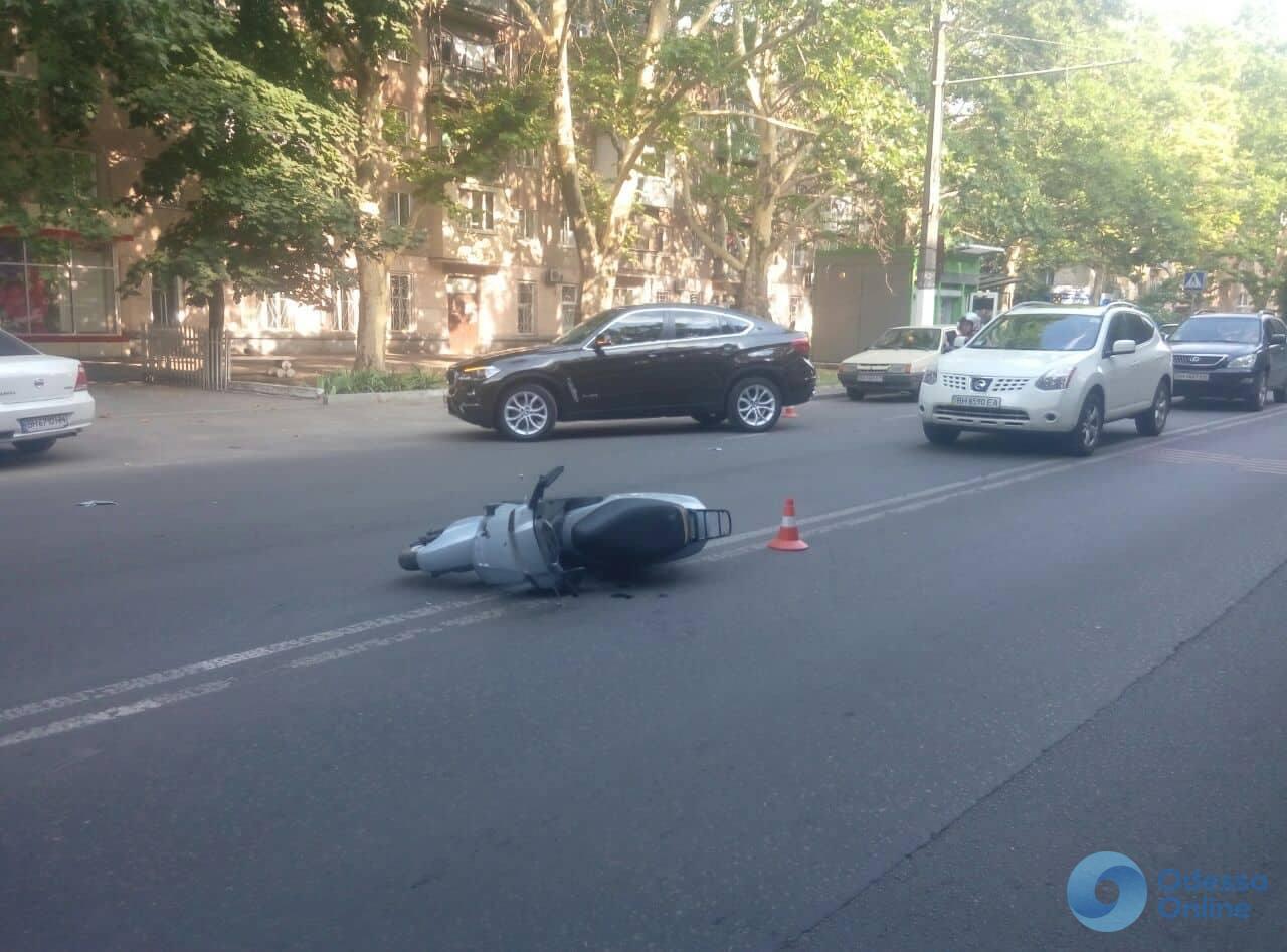 В Одессе внедорожник сбил мотоциклиста
