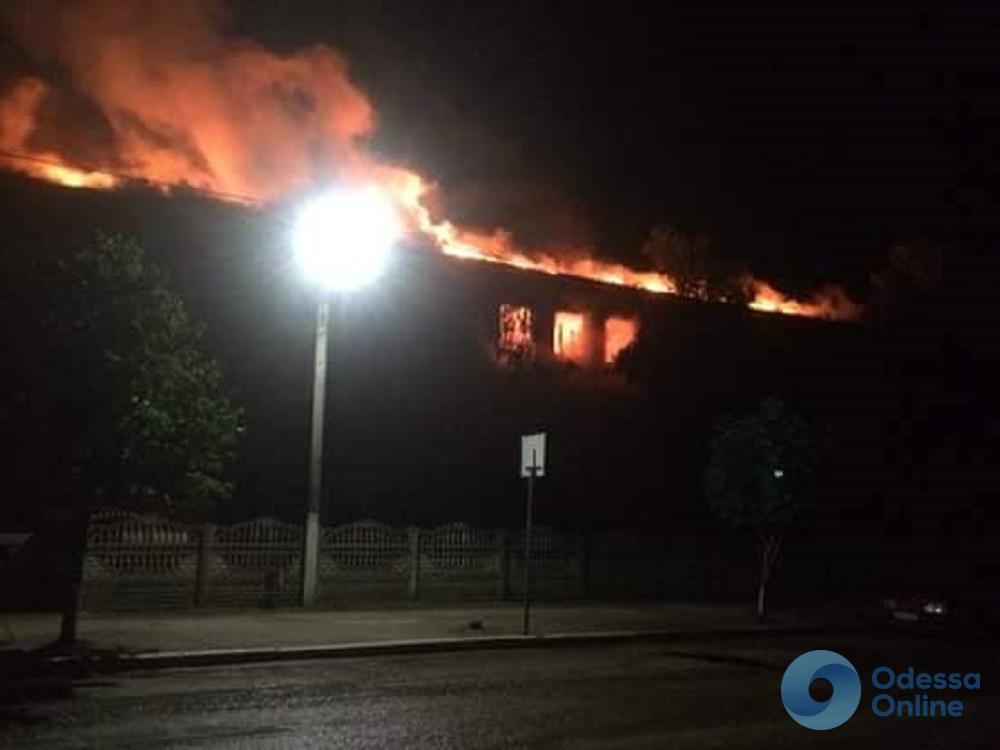 В Балте удар молнии поджег здание школы