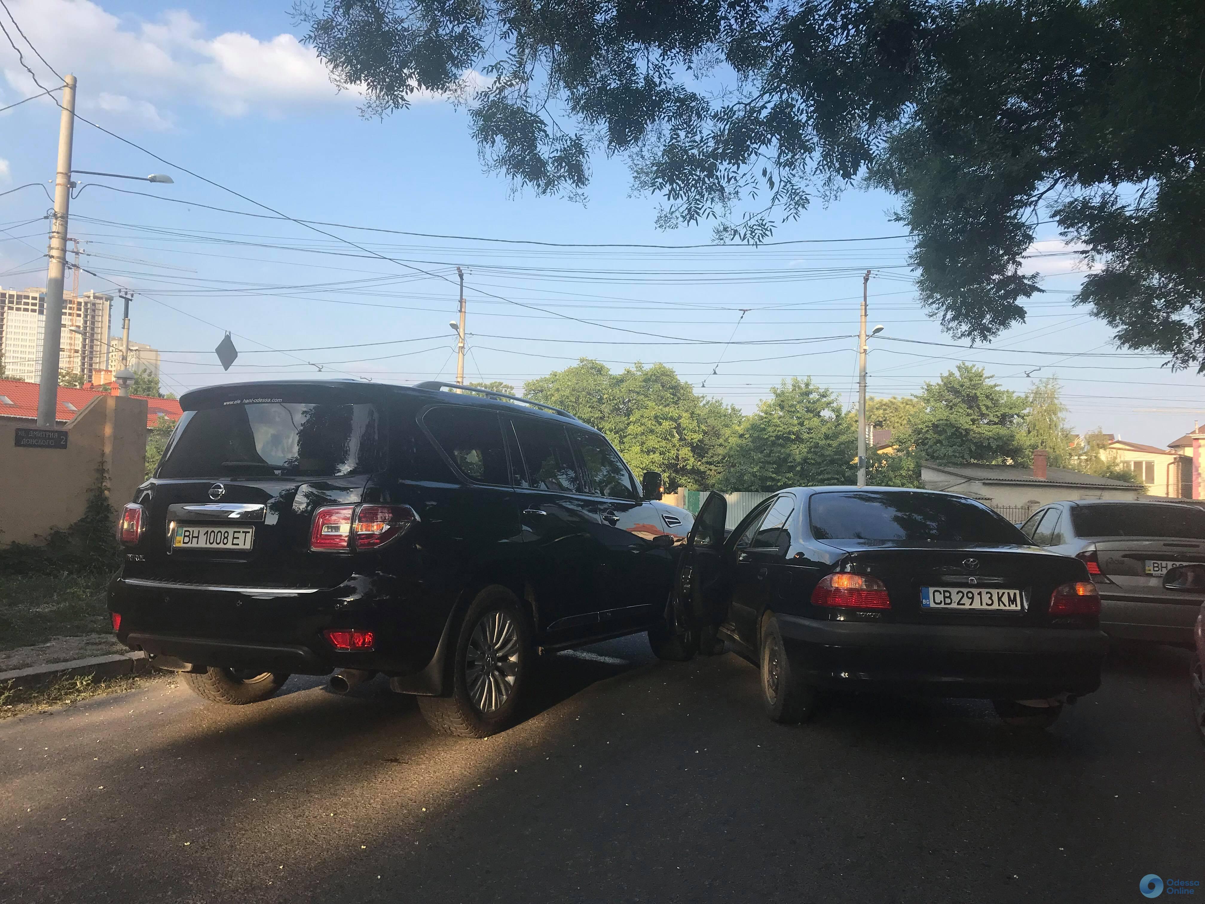 На Фонтане произошло ДТП: водители не знали о новых знаках