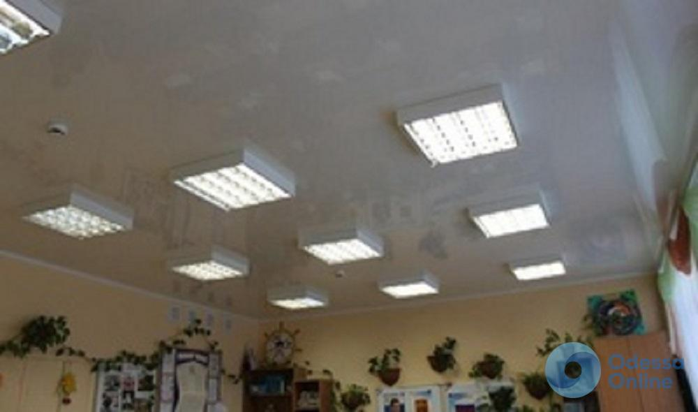 В одесских школах и детсадах перепроверят натяжные потолки