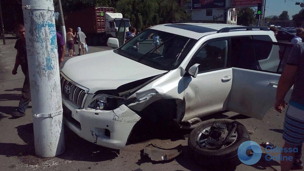 Тройное ДТП на Николаевской дороге: водитель ВАЗа в больнице