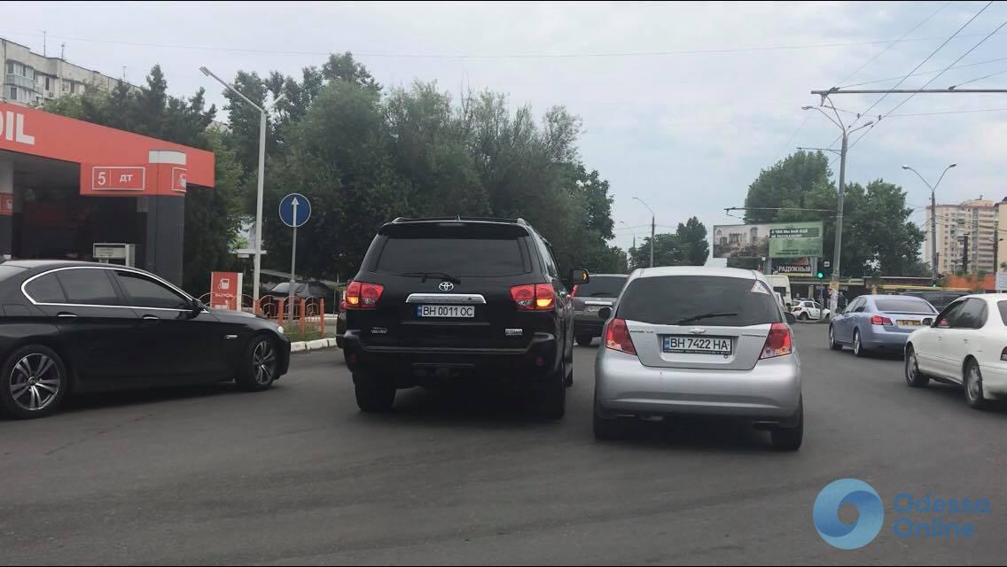 Небольшое ДТП стало причиной огромной пробки на Таирова