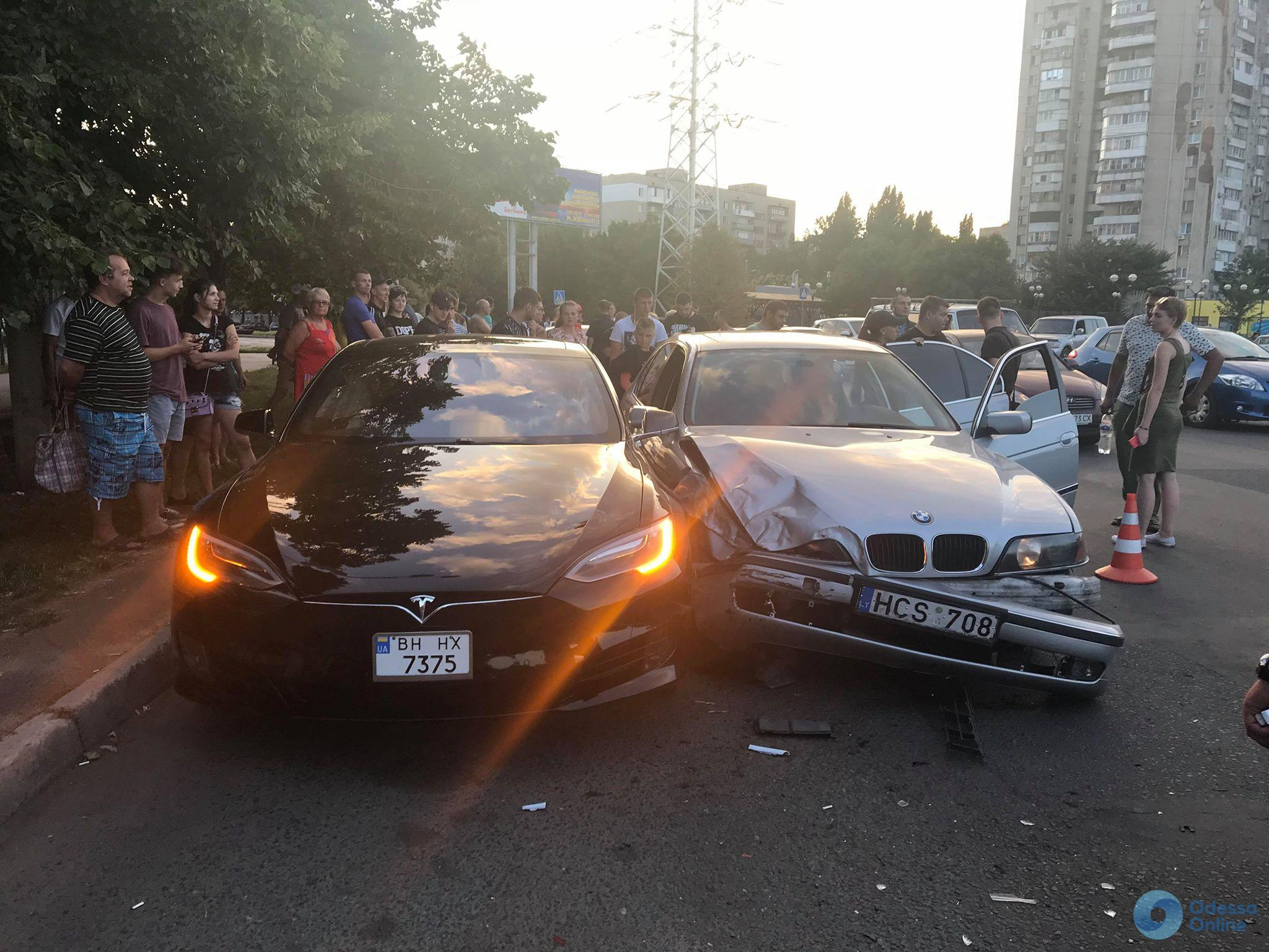 """""""Скотинюка! Покидьок і тварюка! Зніми автомат, лягай на підлогу!"""", - в центрі Києва поліція, із застосуванням сльозогінного газу, затримала нетверезу компанію на Land Cruiser - Цензор.НЕТ 3833"""
