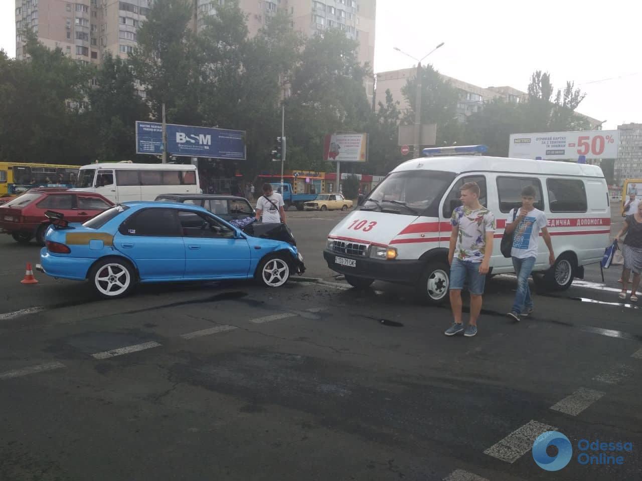 В Одессе столкнулись Subaru и «скорая»