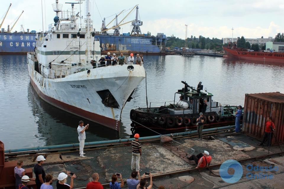 Врач-педиатр из Львова пробовал на «зуб» контейнеровоз в Черноморском порту (фото)