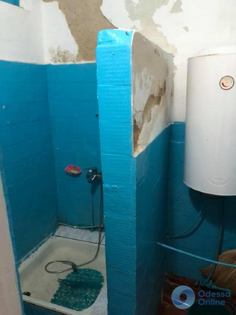 Детский приют в Раздельной: один туалет, застиранные вещи и скудное питание (фото)