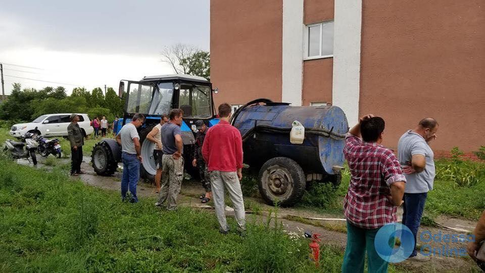 Одесская область: в Лесках из-за удара молнии вспыхнула школа