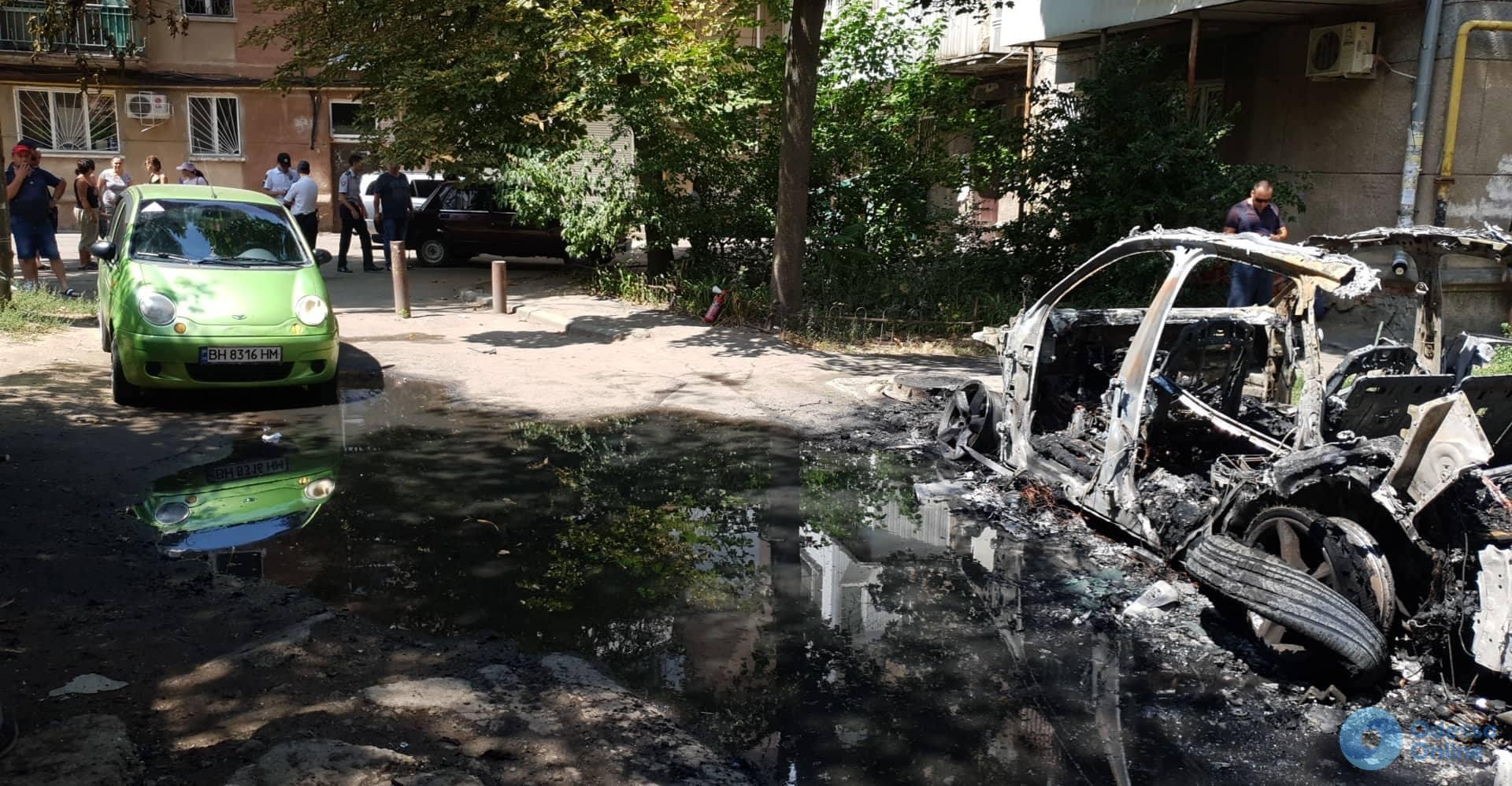 В Одессе сожгли Audi Q7 (обновлено)